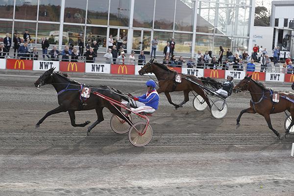 gal-gadot-racing-mg0419